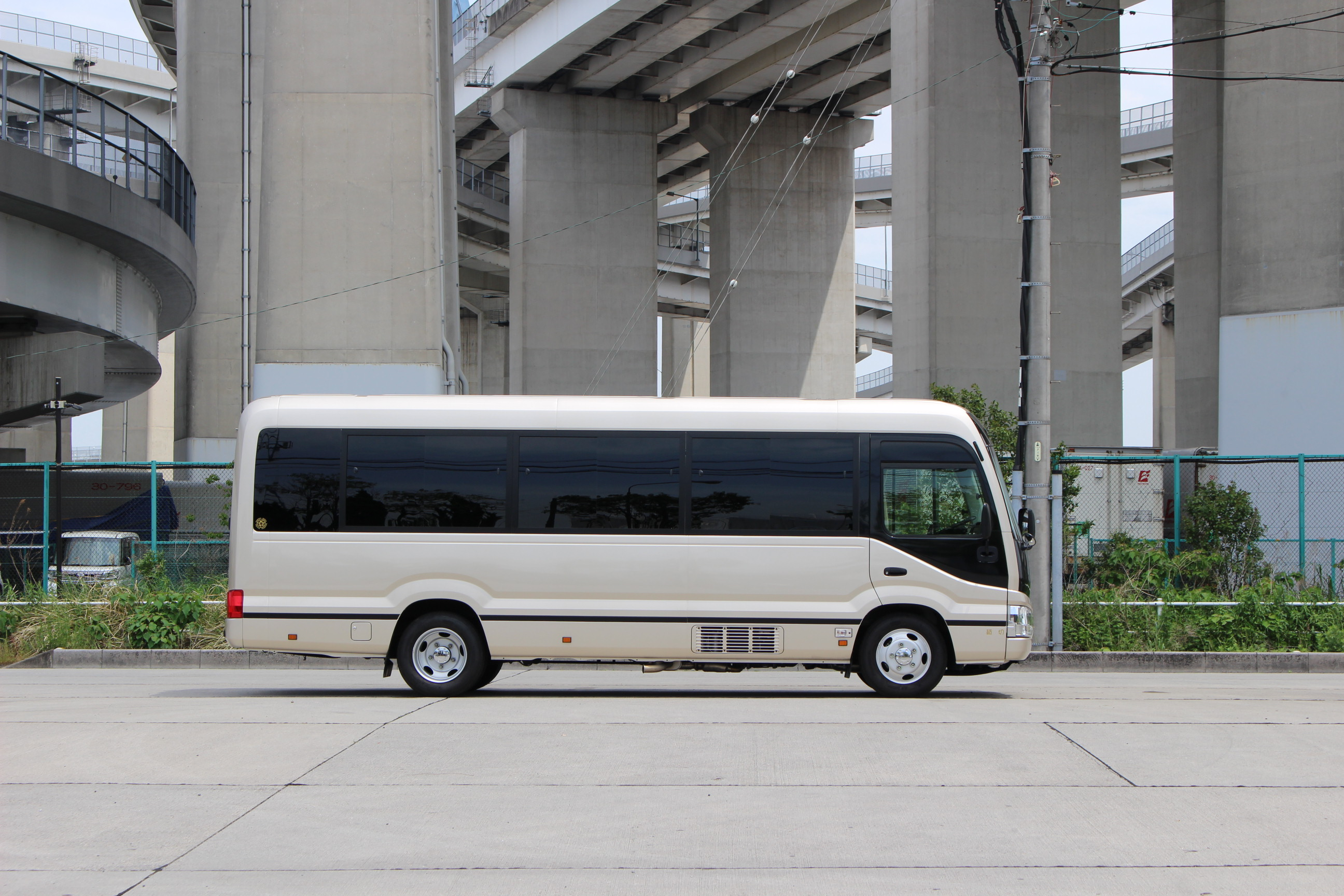 マイクロバス・コースター24人乗り m-4